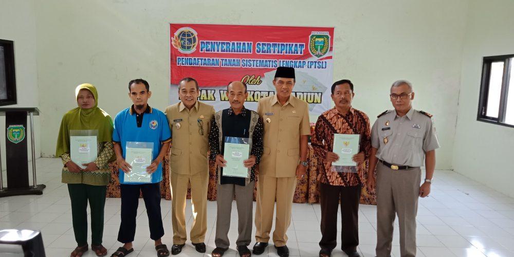 Penyerahan Sertipikat Tanah PTSL 2017 Kota Madiun